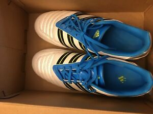 Adidas size 7 Indoor Soccer Shoes