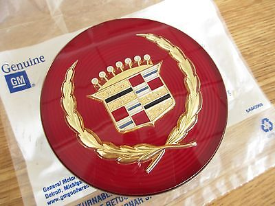NOS 1989-1993 CADILLAC CENTER CAP W/ GOLD EMBLEM FOR WIRE WHEEL COVERS