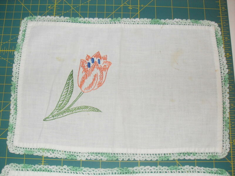 PAIR OF VINTAGE/ANTIQUE TULIP FLOWER EMBROIDERY TABLE LINENS