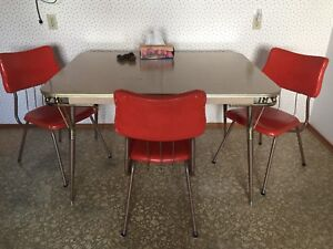 Bent-tube 1950s Kitchen Table and Three Chairs