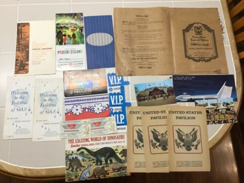 NEW YORK WORLD'S FAIR LOT OF BROCHURES, PAMPHLETS, MAPS AND VIP PASSES