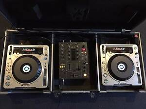 Pioneer CDJ 800 MK2 + Pioneer DJM 400 + Pioneer Roadcase Melbourne CBD Melbourne City Preview