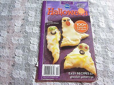 2007 Pillsbury Halloween Very Scary Cookbook, 100+ Frightfully Fun Ideas (Halloween Pillsbury)