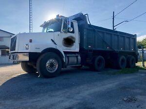 2000 Volvo tri axle dumptruck