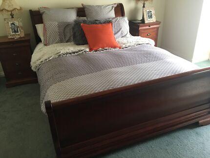 Bedroom suite, 4 piece, hardwood in very good/excellent condition