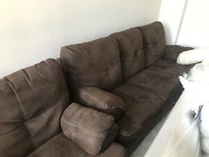 THEATRE STYLE RECLINING COUCHES