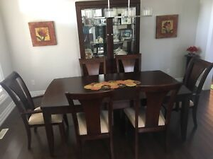 Elegant 7 Piece Dining Room Set With Display Cabinet