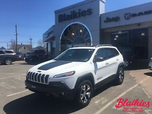 2015 Jeep Cherokee Trailhawk | 4x4 | SUNROOF | HEATED SEATS | NA