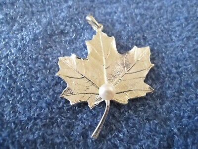 MAPLE LEAF PENDANT, sterling silver, mounted pearl, approx 1-5/8
