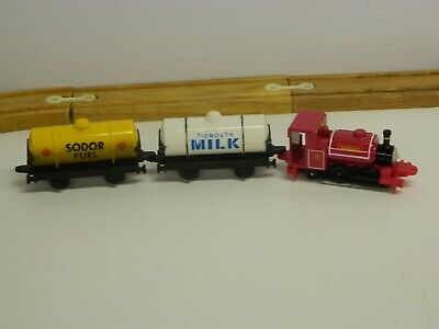 VTG 1996 ERTL Thomas The Tank Engine & Friends SKARLOEY W Milk & Fuel Tankers//