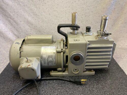 LEYBOLD TRIVAC D2A VACUUM PUMP 898000 WITH GE 5KC36MN322AX AC MOTOR