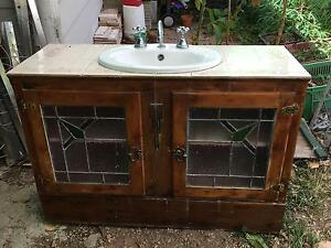Antique style bathroom sink and cabinet Gladstone Gladstone City Preview