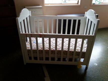 Child cot with matress Wolli Creek Rockdale Area Preview