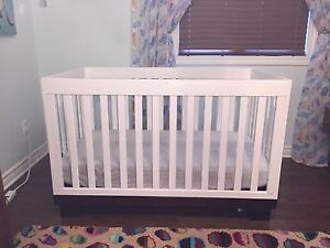 Deluxe Crib with Organic Cotton Mattress and Pottery Barn Sheets