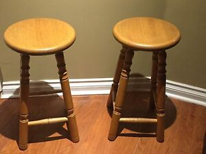 Bar Stools and Dinner table
