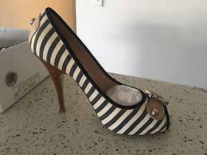 Tony Bianco Shoes/Heels Size 7 Coomera Gold Coast North Preview