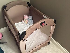 Play pen/crib