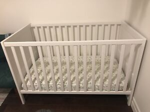 Crib twins two white cribs