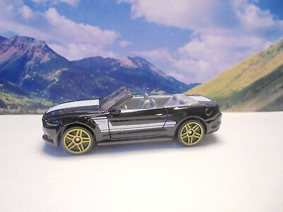 2015 FORD MUSTANG GT    2018 Hot Wheels Muscle Mania Series    Black