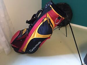 TaylorMade golf bag - excellent condition