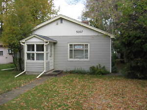 Cute and Quirky 2br home in Sylvan Lake for $995!