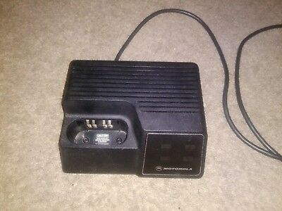 Motorola Ntn4734a Battery Charger Portable Radio Charging Station Dock Used