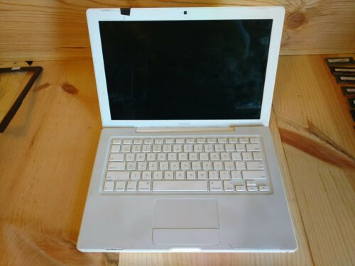 "Apple MacBook A1181 13.3"" Laptop - MB402LL/A (February, 2008)"