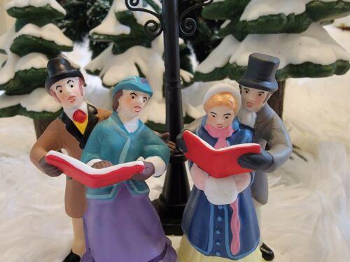 Dept 56 Dickens Village -Caroling by Lamplight NIB