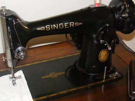 VINTAGE SINGER SEWING MACHINE ! U WONT FIND A BETTER EXAMPLE !!