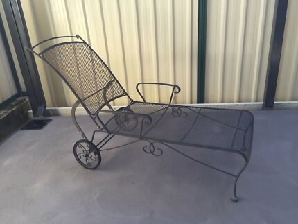 Garden metal lounge chair
