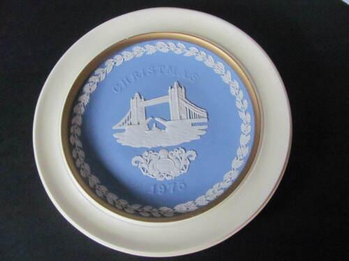 WEDGWOOD BLUE JASPERWARE FRAMED TOWER BRIDGE CHRISTMAS 1975 PLATE - ENGLAND