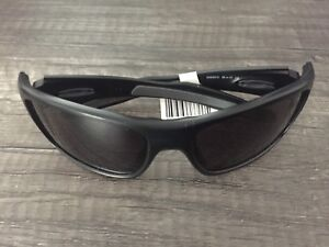 Oakley sun glasses new with tag