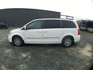 2013 Chrysler Town & Country Touring *Warranty* $160.47/ Bi OAC
