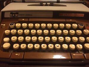 Vintage Smith Corona Classic 12 Typewriter