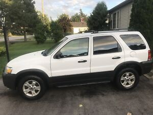 **LOWERED PRICE** 2005 Ford Escape XLT V-6 4WD