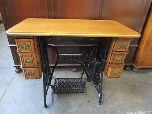 D6044 Old Oak SINGER Treadle Sewing Machine Table w/ 6 Drawers Mount Barker Mount Barker Area Preview