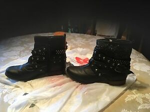 Ladies Boots Sz. 6