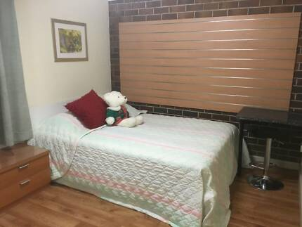 Granville! Queen Size Bedroom Available for Single.