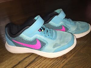 Girls size 11 Nike sneakers.