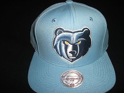 A Mitchell and Ness Snapback (Grizzlies Nba)