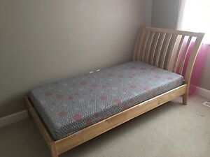 Twin bed + mattress