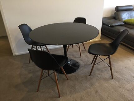 Tulip Table with 4 Eames Chairs (Can Deliver)