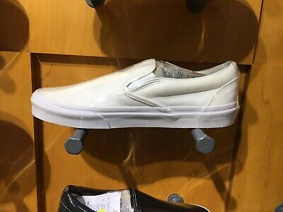 Women's Skate White Size 8 New With Box