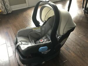 Uppababy MESA infant Car seat/base, No accidents/smoke free home