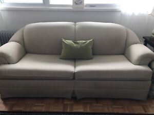 Pull out couch - in great condition!!