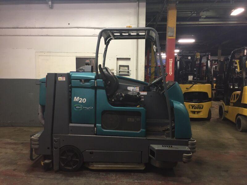 2018 Tennant M20 Sweeper Scrubber