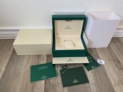 ROLEX OYSTER PERPETUAL SUBMARINER DATE WATCH BOX 100%   AUT # 76