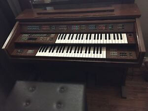 Free organ  Cambridge Kitchener Area image 1