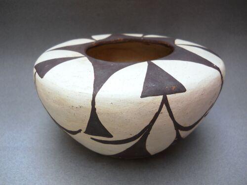 >QUARANTINE SALE< Unsigned Vintage ACOMA Seed Bowl ! CLASSIC Form & Bold Design
