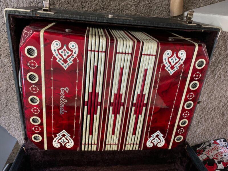 Beautiful Chemnitzer type Concertina, Excellent condition